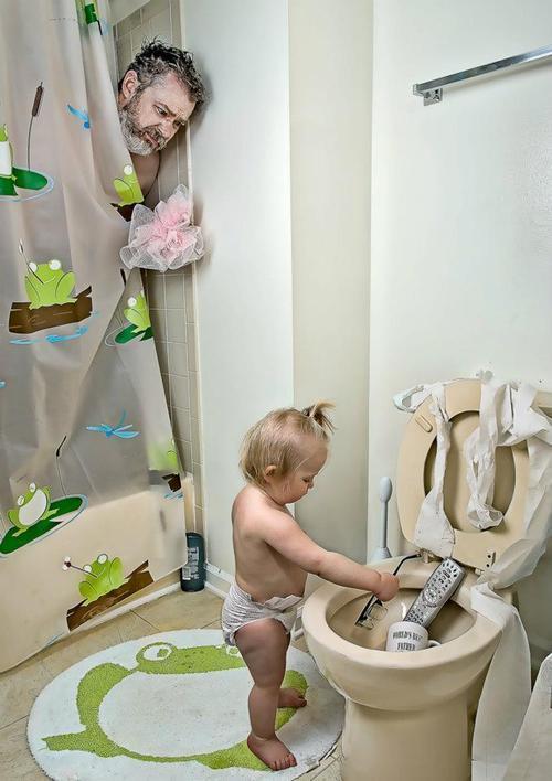 10-increibles-fotos-que-un-padre-hizo-a-su-hija-dave-y-annie-en-el-baño