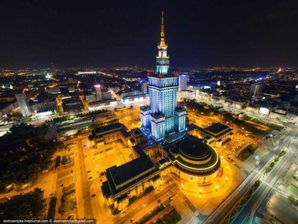 19-fotos-ilegales-y-espectaculares-de-los-monumentos-turisticos-mas-importantes-de-mundo-palacio-cultura-y-ciencia-polonia