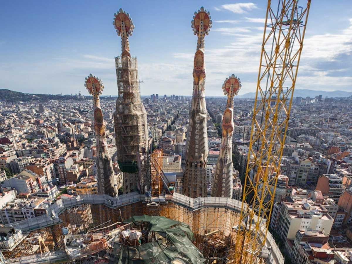 19-fotos-ilegales-y-espectaculares-de-los-monumentos-turisticos-mas-importantes-de-mundo-sagrada-familia-barcelona