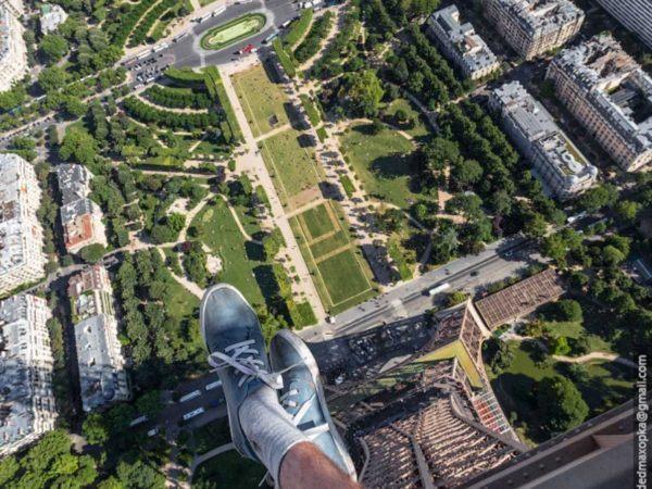 19-fotos-ilegales-y-espectaculares-de-los-monumentos-turisticos-mas-importantes-de-mundo-torre-eiffel-desde-el-cielo