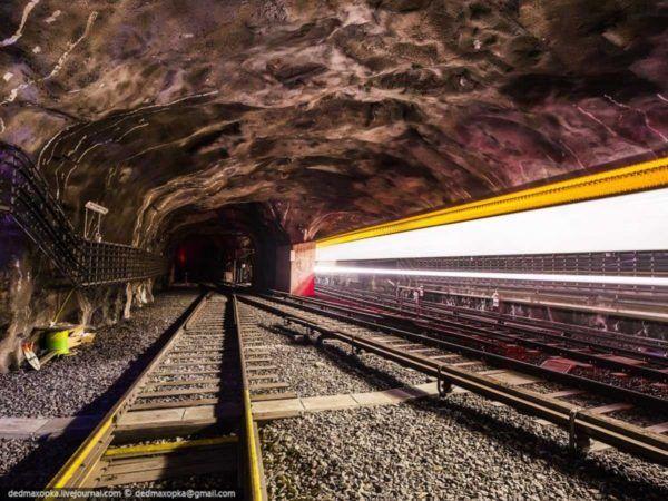 19-fotos-ilegales-y-espectaculares-de-los-monumentos-turisticos-mas-importantes-de-mundo-tunel-metro-estocolmo