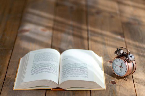 Libro reloj y libro