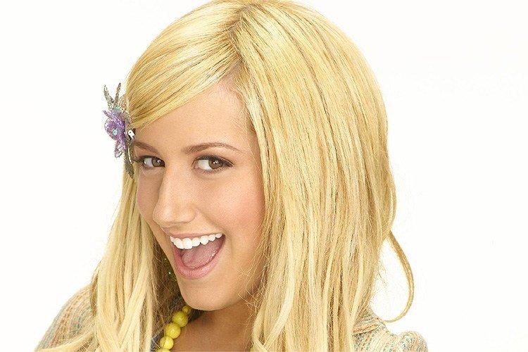 fotos-antes-y-despues-estrellas-disney-ashley-tisdale-antes