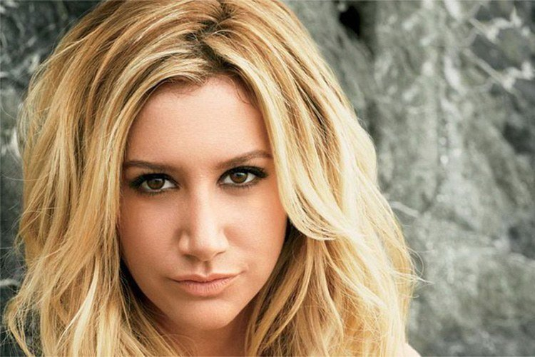 fotos-antes-y-despues-estrellas-disney-ashley-tisdale-despues