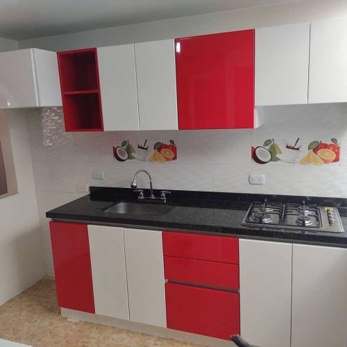 Cocina al rojo y blanco
