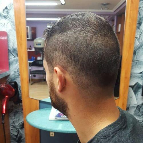 Corte de pelo corto para hombre degradado