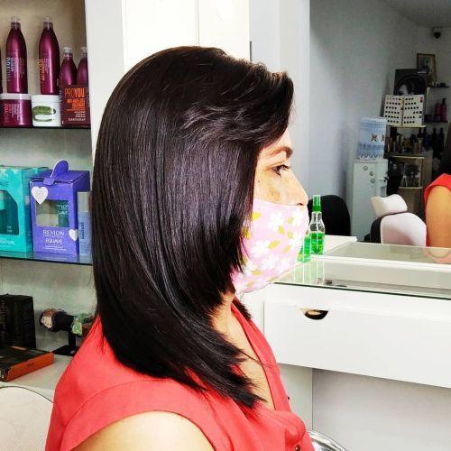 Corte de pelo a capas en mujer