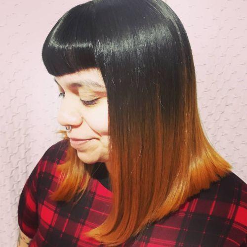 Corte de pelo por los hombros recto y con flequillo