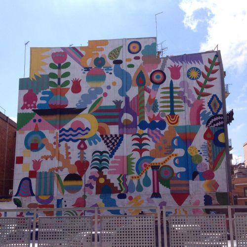 Movimiento, color y fantasía en fachada exterior