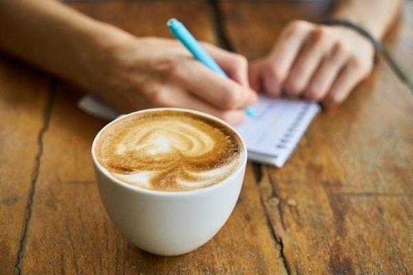 frases-de-motivacion-para-decorar-la-oficina-cafe