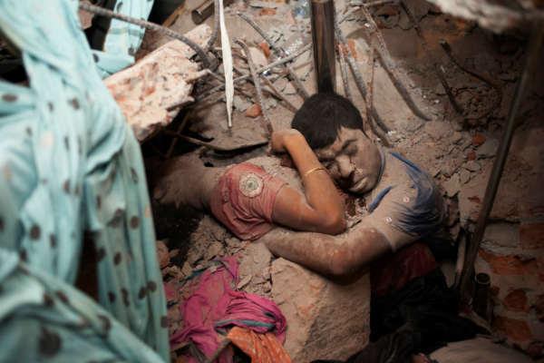 las-10-fotos-mas-impactantes-del-2013-derrumbe-en-bangladesh