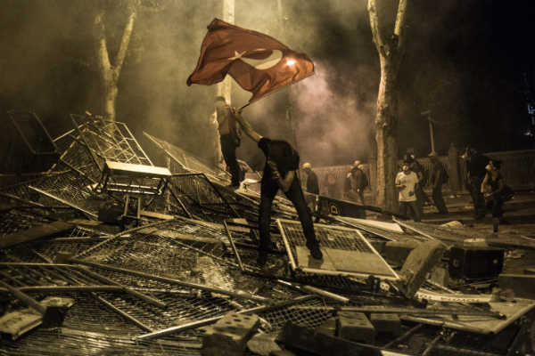 las-10-fotos-mas-impactantes-del-2013-protestas-estambul