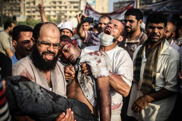 las-10-fotos-mas-impactantes-del-2013-violencia-en-el-cairo