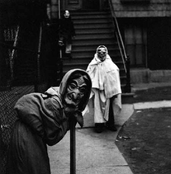 las-espeluznantes-fotos-de-disfraces-de-halloween-de-antes-bruja