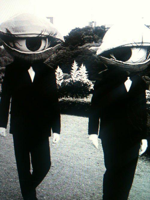 las-espeluznantes-fotos-de-disfraces-de-halloween-de-antes-disfraz-ojo