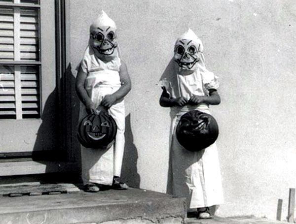 las-espeluznantes-fotos-de-disfraces-de-halloween-de-antes-niños-calabazas
