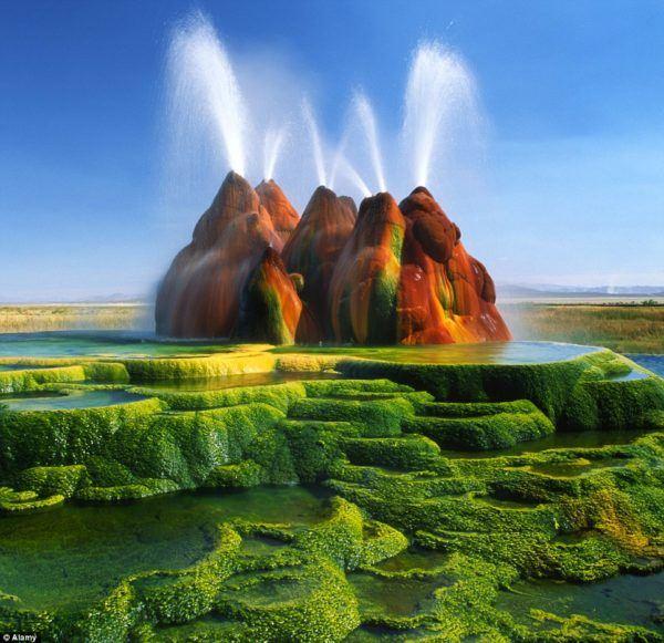 las-fotos-de-los-10-de-lugares-de-la-tierra-que-parecen-de-otro-planeta-Géiser Fly en Nevada