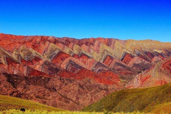 las-fotos-de-los-10-de-lugares-de-la-tierra-que-parecen-de-otro-planeta-Montañas de Hornocal en Argentina