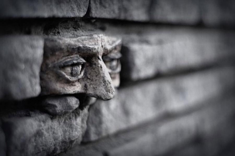 las-mejores-fotografias-de-arte-callejero-o-urbano-cara-ladrillo