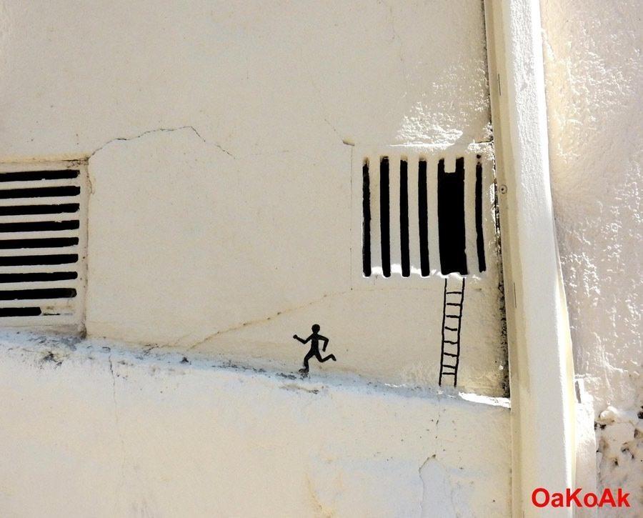 las-mejores-fotografias-de-arte-callejero-o-urbano-escalera-muñeco-pared