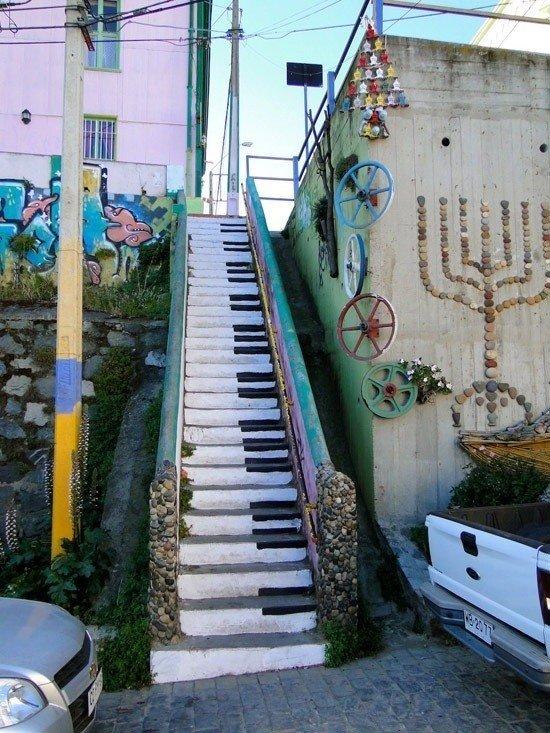 las-mejores-fotografias-de-arte-callejero-o-urbano-escalera-piano