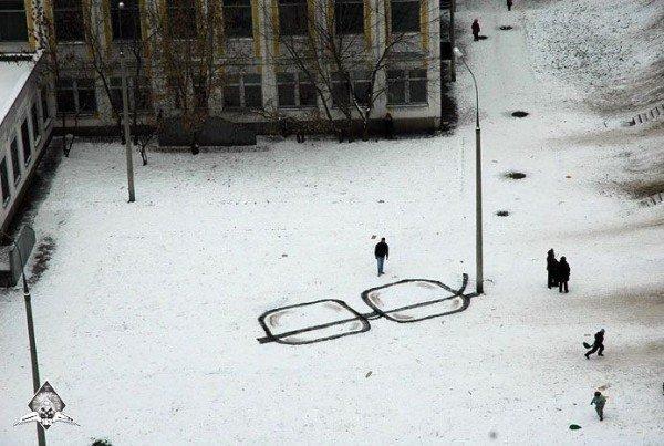 las-mejores-fotografias-de-arte-callejero-o-urbano-gafas-suelo