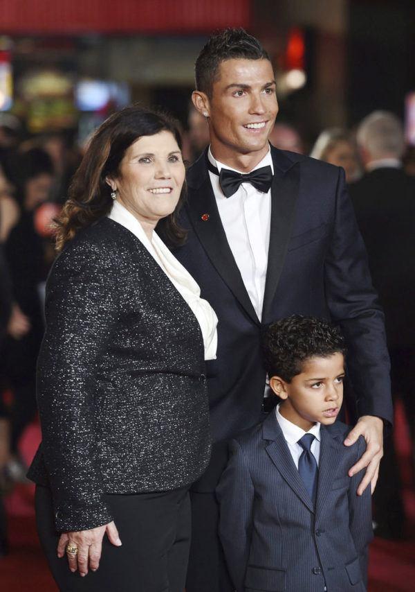 las-mejores-fotos-de-cristiano-ronaldo-hijo-y-madre