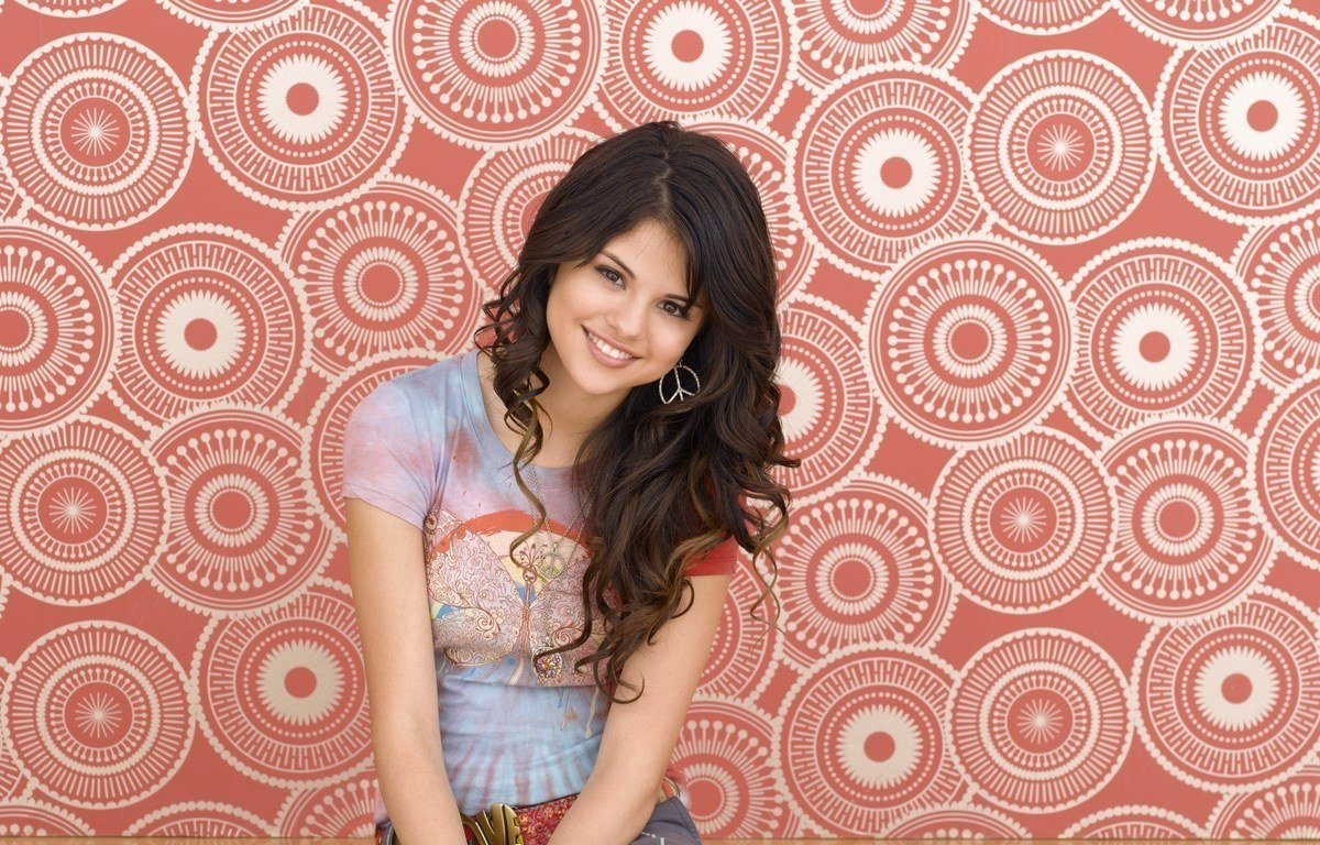 "WIZARDS OF WAVERLY PLACE – Selena Gomez stars as ""Alex Russo"" in ..."